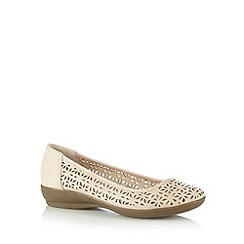Good for the Sole - Cream cutout wide fit pumps