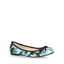 The Collection - Pale green abstract floral bow pumps