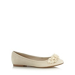 Debut - Ivory 3D flower trim pumps