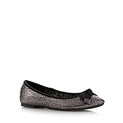 Red Herring - Silver textured pointed toe bow pumps