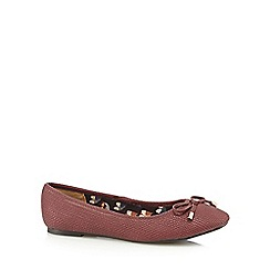 Mantaray - Dark red weave effect pumps