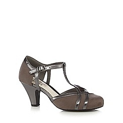 Good for the Sole - Grey buckle mid court heels