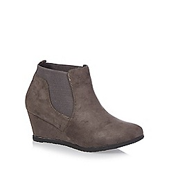 Good for the Sole - Dark grey mid wedged wide fit Chelsea boots