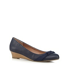 Mantaray - Navy plaited detail mid wedge court shoes