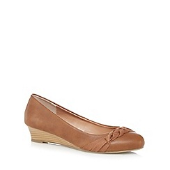 Mantaray - Tan plaited detail mid wedge court shoes