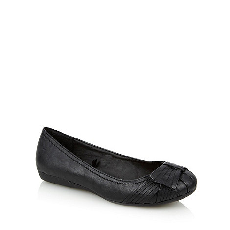 Good for the Sole - Black wide fit pumps with side bow detail