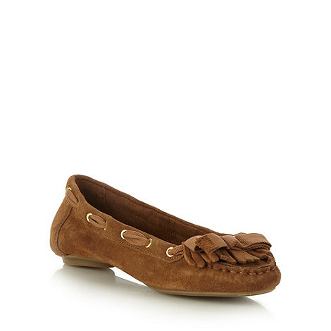 Mantaray - Tan suede fringed moccasin pumps