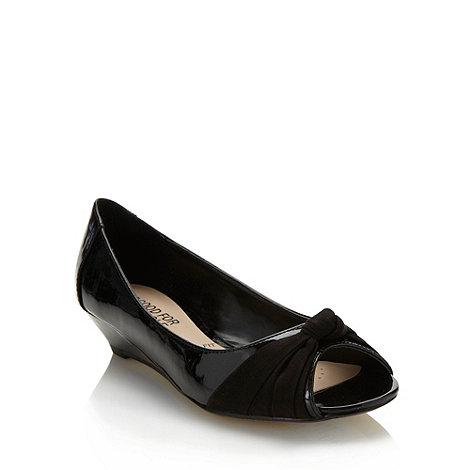 Good for the Sole - Black mid heeled wide fit pumps