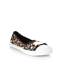 Mantaray - Black floral pumps