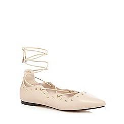 Nine by Savannah Miller - Beige croc-effect lace up court shoes