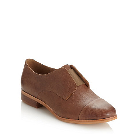 Clarks - Tan +Hotel Diva+ elasticated low heel shoes