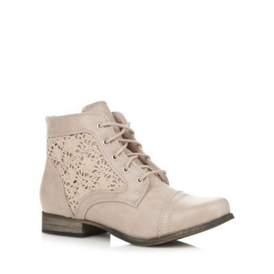 Call It Spring Beige ´Fornesighe´ crochet ankle boots - . -