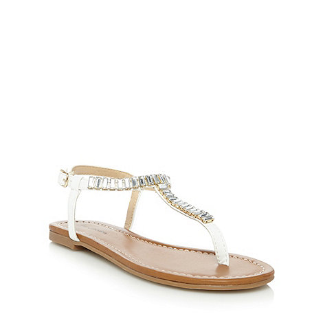 Call It Spring - White +Dwaliria+ jewel toe post sandals