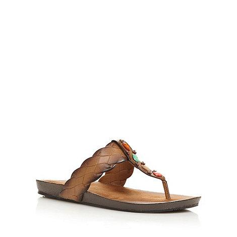 Clarks - Tan +Raina Street+ flip flops