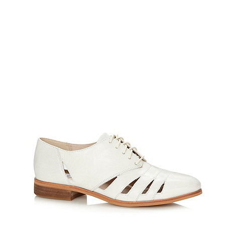 Clarks - Cream +Hotel Image+ cut out shoes
