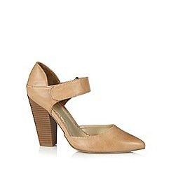 Call It Spring - Natural 'Curiglia' block heel court shoes
