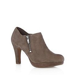Clarks - Taupe leather 'Amos Kendra' platform shoeboot