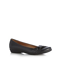 Clarks - Black 'Discovery Bay' leather pumps with bow trim