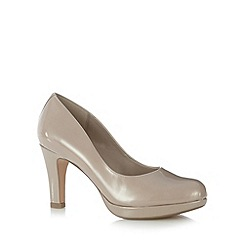Clarks - Taupe 'Crisp Kendra' patent leather high court shoes