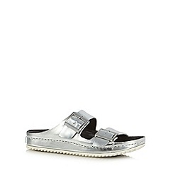 Clarks - Silver 'Netrix Rose' leather buckle strap sandals