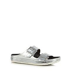 Clarks - Silver 'Netrix Rose' leather buckle strap sandals