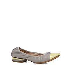 Clarks - Taupe 'Ditsy Dress' leather pumps