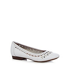 Clarks - White 'Henderson Hot' leather pumps