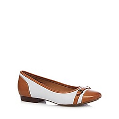 Clarks - White 'Henderson Bird' leather pumps