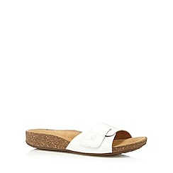 Clarks - White 'Perri Reef' leather flip flops