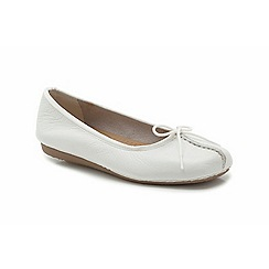 Clarks - White leather Freckle Ice flat pump