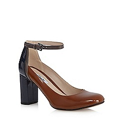 Clarks - Tan 'Gabriel' leather patent high court shoes