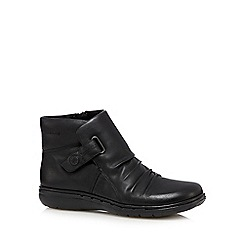 Clarks - Black 'Un Arlyn' leather rip tape ankle boots