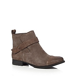 Clarks - Taupe suede 'Ladbroke Magic' ankle boots