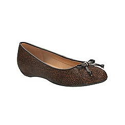 Clarks - Black and brown alitay giana slip on pump