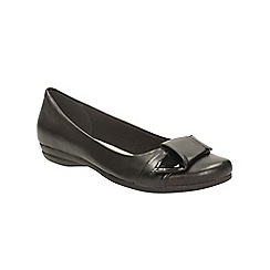 Clarks - Black leather discovery dime slip on pump