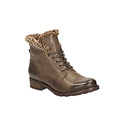 Clarks - Khaki leather hayride elm lace up ankle boot