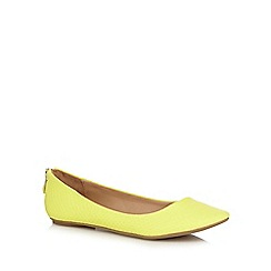Call It Spring - Yellow 'Brevia' snake skin textured rear zip flat shoes