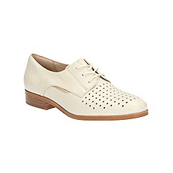 Clarks - Off White leather Hotel Molly cut out detail lace up shoe