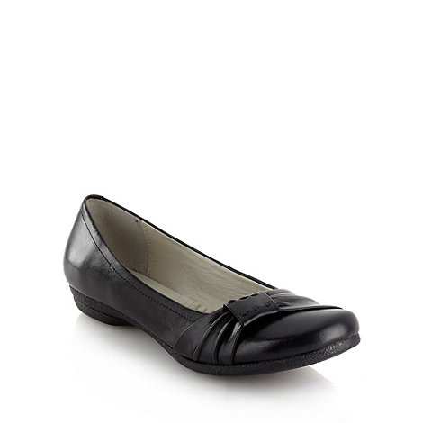 Clarks - Black stab stitched bow low rise heeled pumps