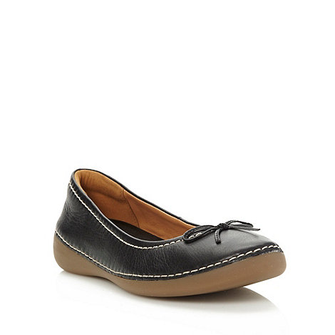 Clarks - Black leather low round toed pumps with contrasting stab stitching