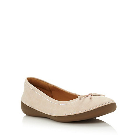 Clarks - Cream suede leather low round toed pumps with contrasting stab stitching