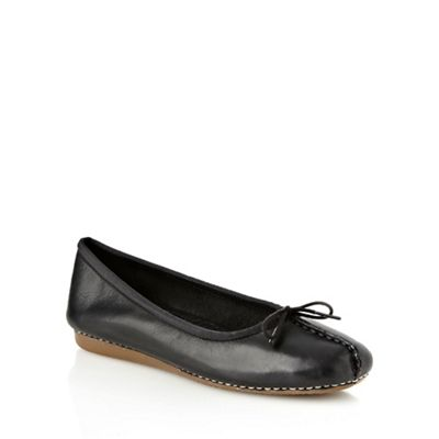 Clarks Black stab stitched toe pumps - . -