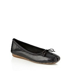 Clarks - Black stab stitched toe pumps