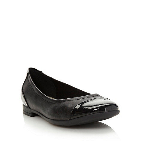Clarks - Black low round toed pumps with contrasting heels and toes