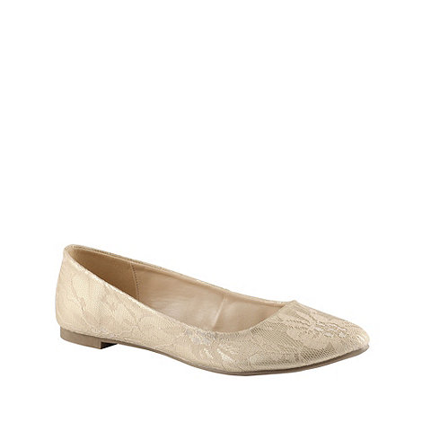 Call It Spring - Light gold +borla+ lace pumps