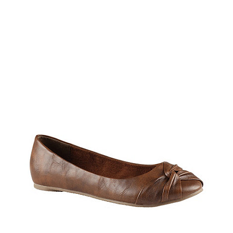Call It Spring - Tan +durley+ knotted trim pumps