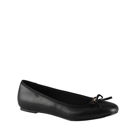 Call It Spring - Black +albayda+ pumps with bow trim