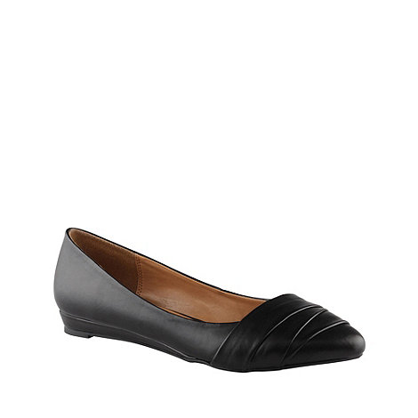 Call It Spring - Black 'border' pointed toe pumps