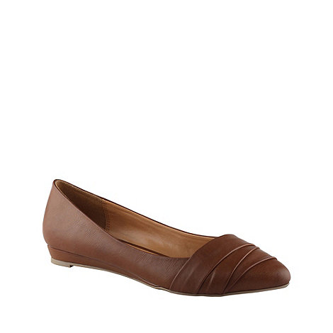 Call It Spring - Tan +border+ pointed toe pumps