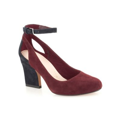 Clarks Ox-blood suede ´ Dreaming Spell ´ ankle straped high heeled court - . -